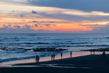 Menanti sunset di Pantai Berawa, Canggu