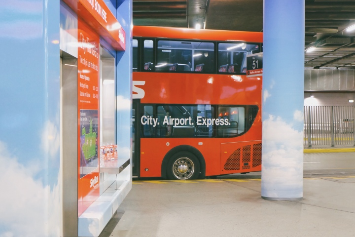 Terminal SkyBus di South Cross Station, Melbourne, Australia