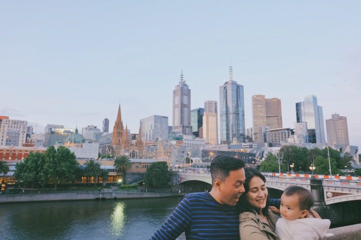 Bersama Suami & Sophia di depan skyline indah Melbourne