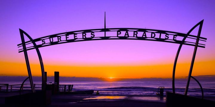 surfers-paradise-cavill-avenue-sunrise-over-beach