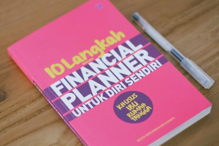 """Ringkasan Buku: """"10 Langkah Menjadi Financial Planner untuk Diri Sendiri (Khusus Ibu RumahTangga)"""""""