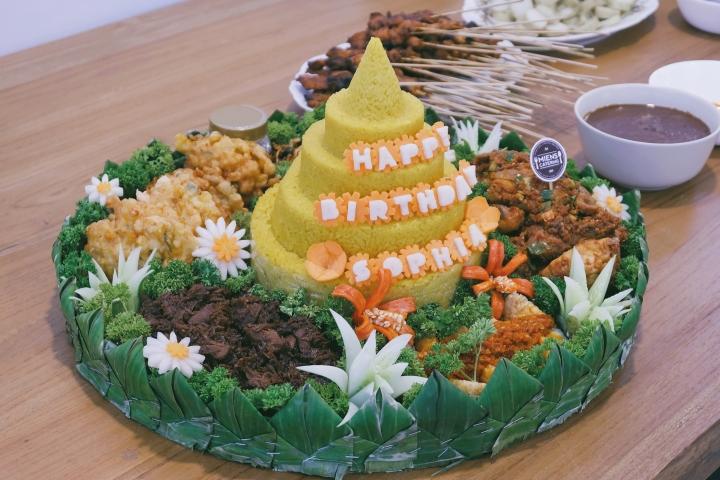 Tumpeng ulang tahun Miens Catering